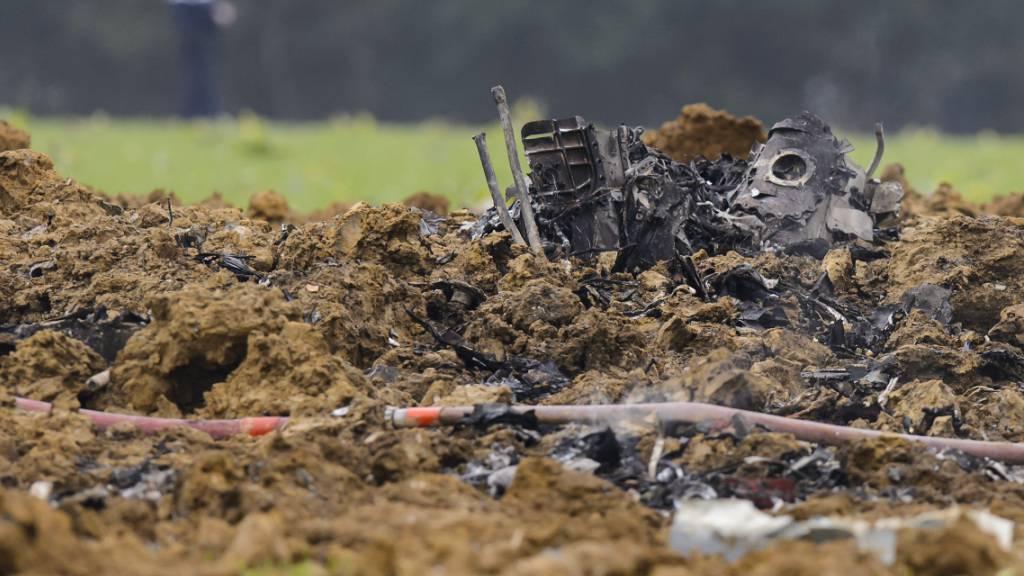 Beim Absturz im französischen Jura wurde der F/A-18-Kampfjet komplett zerstört. Der Militärpilot konnte sich mit dem Schleudersitz retten. (Archivbild)