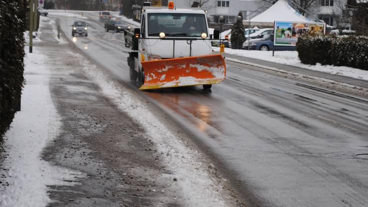 Vorrang: Strassen, auf denen der öffentliche Verkehr rollt, werden zuerst vom Schnee befreit (im Bild die Fahrweidstrasse). (ske)