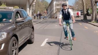 Der Kurzfilm «Der Velofahrer» basiert auf den häufigsten Verkehrssünden von Fahrradfahrern. Dies sind: Missachtung des Vortrittsrechts, rechts überholen, Zickzack fahren zwischen Autokolonnen sowie auf dem Trottoir oder in der Fussgängerzone fahren. Mit dem Kurzfilm «Der Velofahrer» sensibilisieren die Suva sowie die Polizeikorps Basel-Stadt, Waadt, Freiburg und Zentralschweiz die Velofahrer, nicht mit dem Leben zu spielen – dem eigenen und dem von anderen.