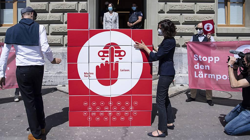 Lärmliga Schweiz reicht Petition gegen Lärmposer beim Uvek ein