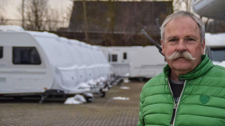 Rund 70 Wohnwagen und Wohnmobile hat Theo Strebel im Herbst zum alten Europreis gekauft. Jetzt muss er sie deutlich günstiger verkaufen.