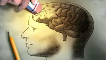 Teils erkennen Demenz-Kranke nicht einmal ihre Ehepartner mehr – Kindheitserinnerungen aber bleiben.