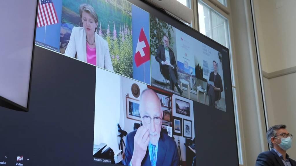 Digital statt vor Ort: Bundesrätin Sommaruga reist virtuell durch Kalifornien