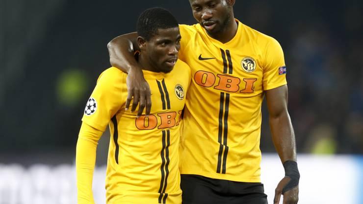 Die YB-Matchwinner Roger Assalé (links) und Sekou Sanogo im Gespräch