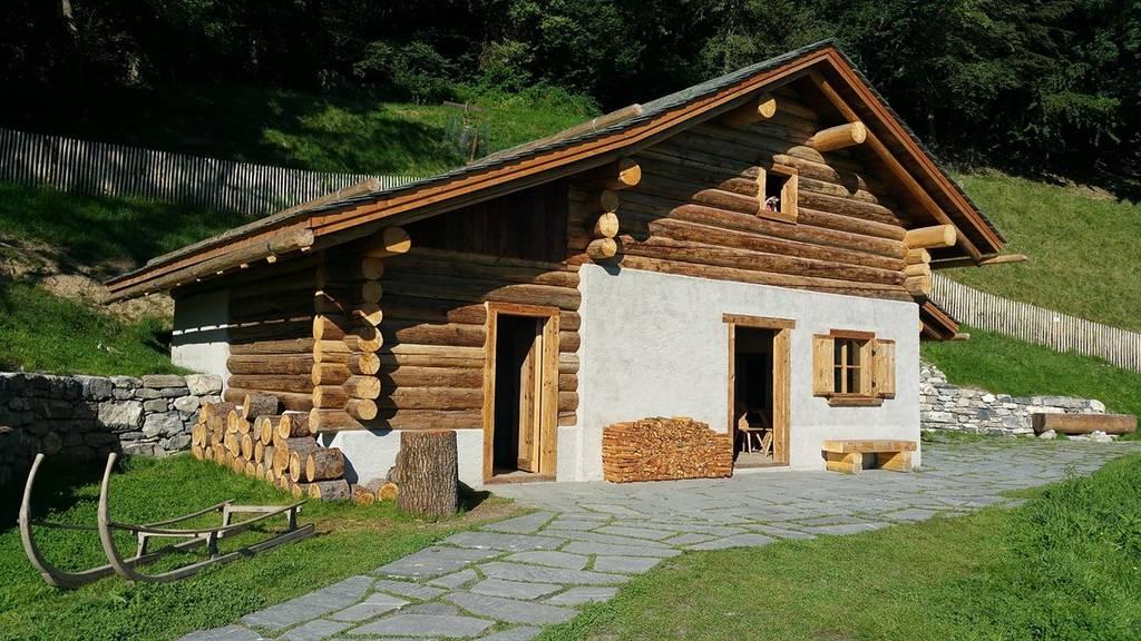 Künftig können Besucher in Maienfeld nicht nur Heidis Alphütte besichtigt, sondern auch weitere Häuser, die originalgetreu umgebaut werden