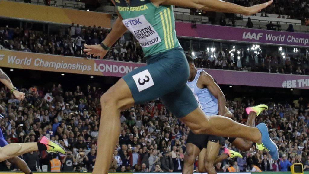 Wayde van Niekerk muss sich im 200-m-Final dem für die Türkei startenden Ramil Guliyev aus Aserbaidschan geschlagen geben