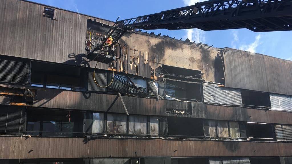Eine verletzte Person bei Brand in Mehrfamilienhaus im Hammergut