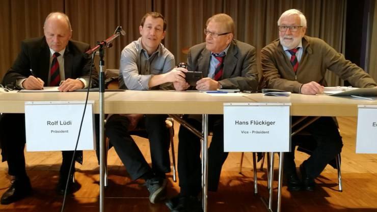 Der Vorstandstisch der Solothurner Fussball-Veteranen