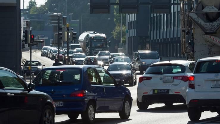 Im Bild: Verkehr in Baden, vorne der Schlossbergtunnel.