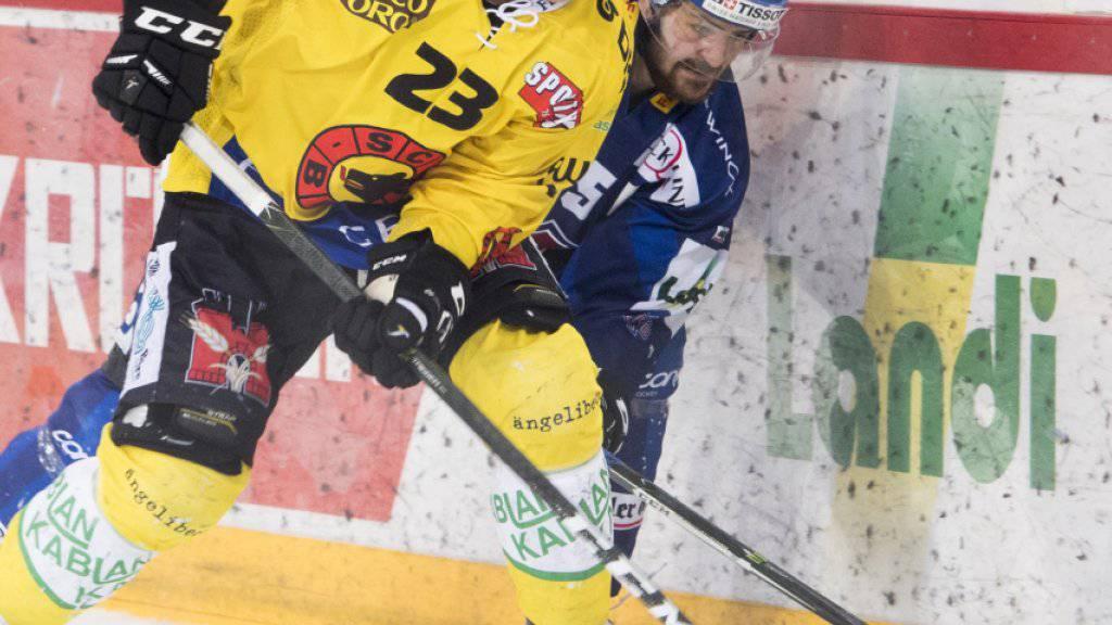Simon Bodenmann (vorne/Nummer 23) wechselt auf die nächste Saison hin vom SC Bern zu den ZSC Lions
