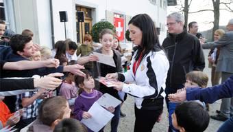 Carmen Küng wird in Feldbrunnen empfangen