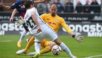 Kein Durchkommen: Fabio Coltorti ist für die Leipziger mit Trainer Ralf Rangnick ein sicherer Rückhalt.