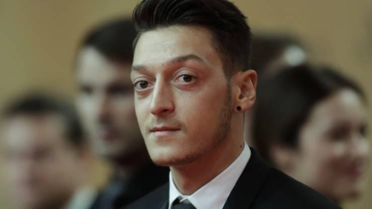 Der deutsche Fussball-Profi Mesut Özil betet täglich in der Moschee, weil es ihm persönlich wichtig ist (Aufnahme vom November in Berlin).