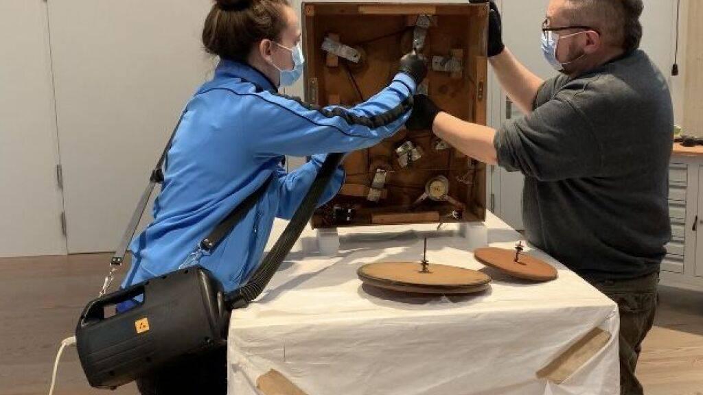 Blick hinter die Restaurierungskulissen im Museum Tinguely Basel