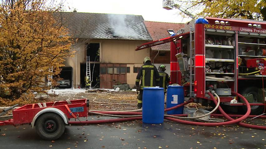 Hallau (SH): Garagenbrand zwischen zwei Haushälften