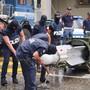 Die italienische Polizei hat bei Durchsuchungen bei Rechtsextremen in mehreren Städten im Norden des Landes unter anderem eine Lenkrakete für den Luftkampf sichergestellt.