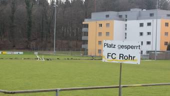 Sperrzone: Beim Sportplatz Winkel durfte im März trotz (noch) frühlingshafter Temperaturen niemand auf den Rasen.