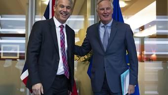 Der britische Brexit-Minister Stephen Barclay (l.) und EU-Brexit-Unterhändler Michel Barnier glauben daran, dass eine Vereinbarung in den kommenden Tagne möglich ist. (Archiv)