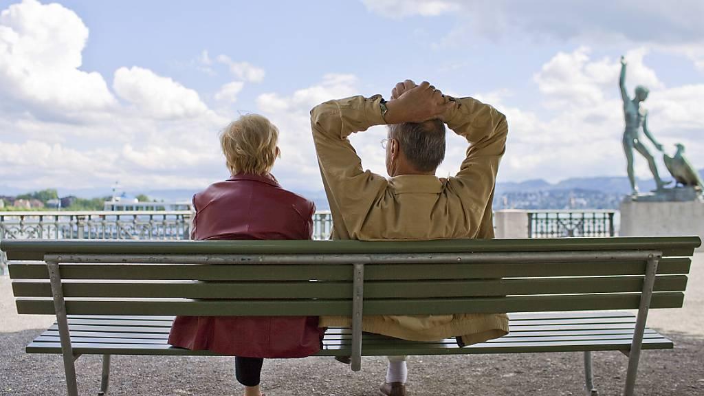 Der Ständerat will den Frauen das Rentenalter 65 finanziell grosszügiger abgelten als der Nationalrat. (Themenbild)
