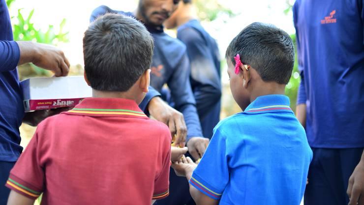 Wieder frei: Lakhan (r.) feiert seinen siebten Geburtstag am Jahrestag der Befreiung.