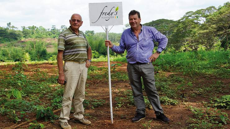 Mit seiner eigenen, nachhaltigen Kakao-Plantage auf dem Land Johann Dählers (r.) hat Fredy Hiestand (l.) sich einen späten Traum erfüllt.