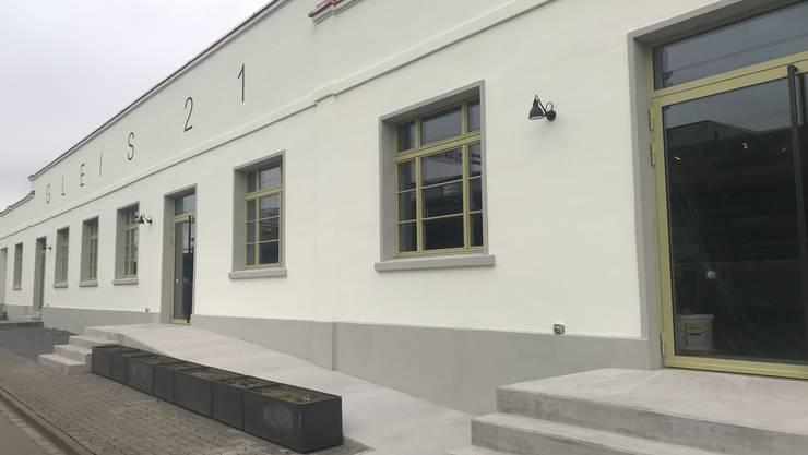 Mehrere Glastüren und Fenster des neuen «Gleis 21» wurden eingeschlagen.