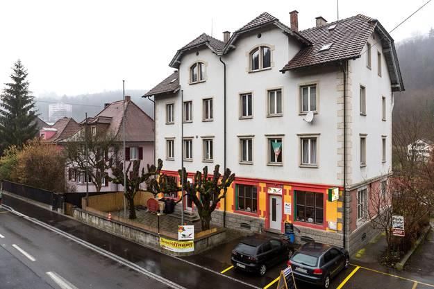 Von Aussen leuchtet das Restaurant Al Peperoncine in knalligen Farben.