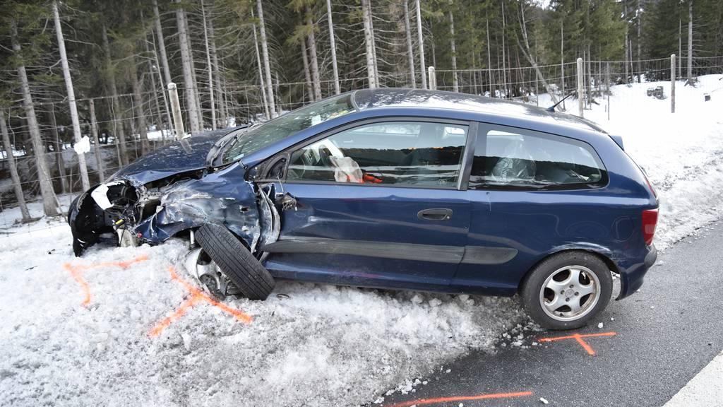 Wegen Sekundenschlaf zwei Autos zu Schrott gefahren