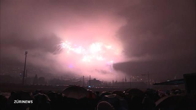 Grösstes Schweizer Feuerwerk im Nebel