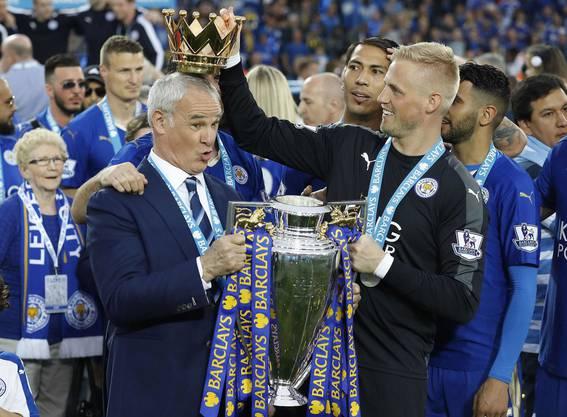 Sommer 2016: Claudio Ranieri wird zum König Englands gekrönt.