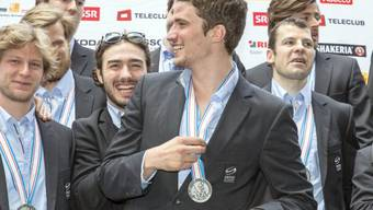 Roman Josi (Mitte) mit seiner siegreichen Mannschaft (Archiv)