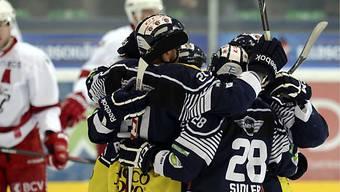 Die Ambri-Spieler bejubelten gegen Lausanne einen Heimsieg