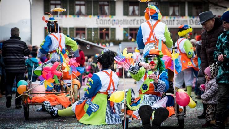 Der Fasnachtsumzug in Würenlingen ist ein grosses und buntes Volksfest. Züst/Archiv