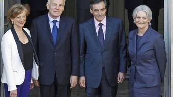Das alte und das neue Premierministerpaar: François und Penelope Fillon (r.) mit Jean-Marc Aubry und Brigitte Ayrault