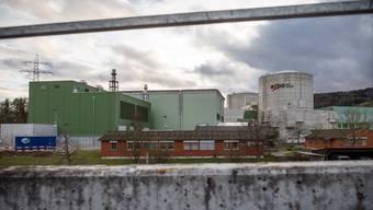Atomkraftwerk Beznau mit dem grünen Neubau ganz links für die grossen Notstromdiesel auf der Nordseite.