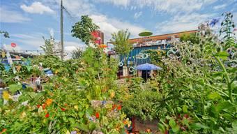 Ob Balkon, Terrasse oder kleiner Garten (Bild: Frau Gerolds Garten in Zürich West) – mit etwas Fantasie und Geschick lässt sich auf wenig Platz eine Oase zaubern.