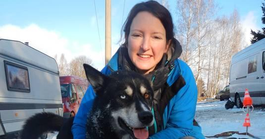 Janine Matsch mit einem ihrer Schlittenhunde.