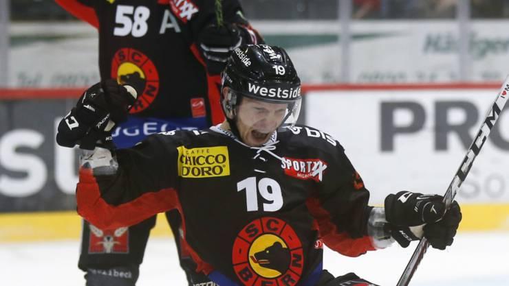 Berns Ryan Lasch erzielt das 1:0 im Heimspiel gegen Kloten