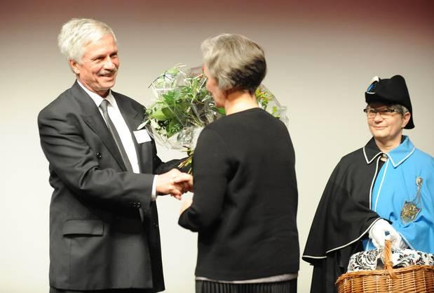 Blumen und einen Korb mit Feinem aus dem Fricktal gabs von Bernhard Scholl.