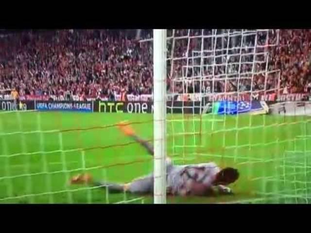 Xabi Alonso mit einem schönen Freistoss-Tor für Bayern München
