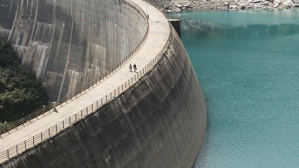 In Not geratene Wasserkraftwerke sollen Finanzhilfen des Bundes erhalten. Im Bild der Zervreila-Stausee.