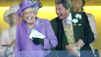 Queen Elizabeth II., sichtlich amused