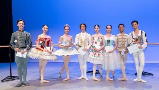 Matei Holeleu (im Bild zuerst links) von der Ballettschule Theater Basel ist einer der acht Gewinner des diesjährigen Prix de Lausanne.