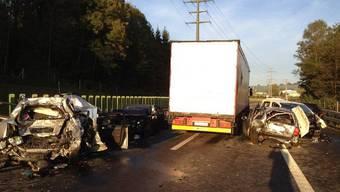 Auffahrunfall auf der Autobahn A4a im Kanton Zug (Bild: Kantonspolizei Zug)