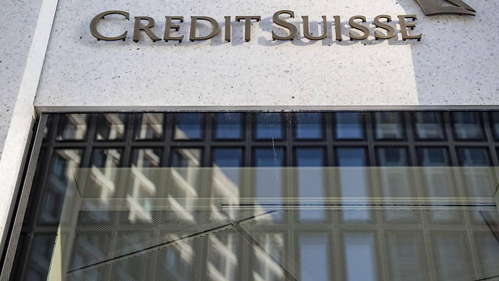 Die Credit Suisse zieht sich teilweise aus Vermögensverwaltungsgeschäft in Österreich zurück. Die dortigen sehr reichen Kunden werden künftig von Luxemburg aus betreut. Den reichen Kunden sollen zur Liechtensteinischen Landesbank (LLB) wechseln. (Archivbild)