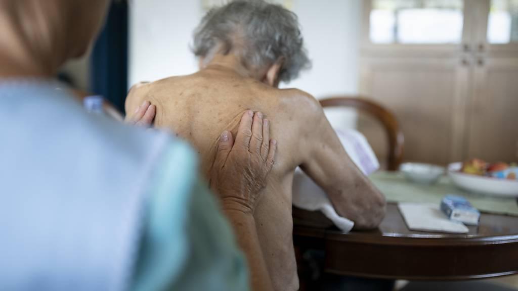 Die Ansprüche an das Leben im Alter verändern sich: Nidwalden präsentiert ein neues Altersleitbild. (Symbolbild)