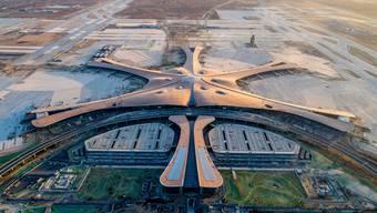 Der neue Pekinger Flughafen im Stadtteil Daxing soll im September in Betrieb genommen werden. (Bild:AP/Keystone, 4. Januar 2019)
