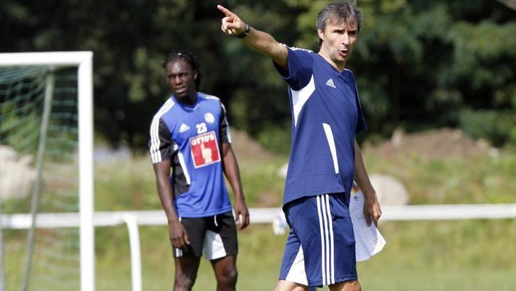 Der neue FCL-Trainer Ryszard Komornicki zeigt, wo es lang geht.