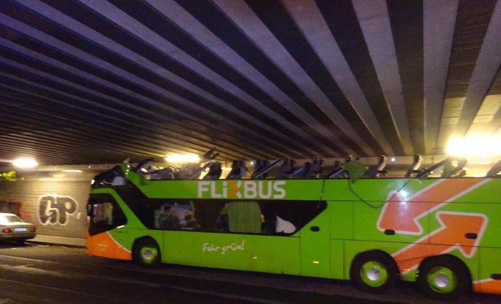 Flixbus in Berlin ohne Dach (© Polizei Berlin)