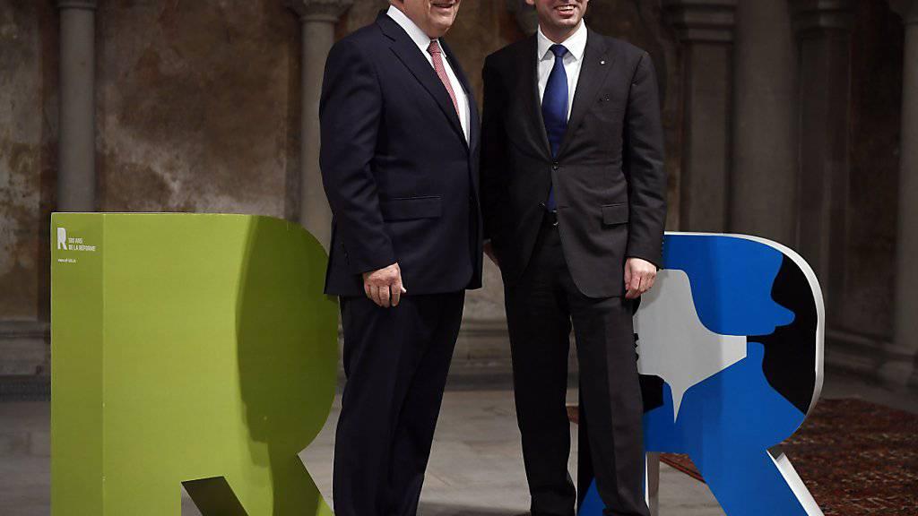 Bundesrat Johann Schneider-Ammann (links) und Kirchenbundpräsident Gottfried Locher haben am Donnerstag im Grossmünster Zürich die Feierlichkeiten zum 500-Jahr-Jubiläum der Reformation eröffnet.